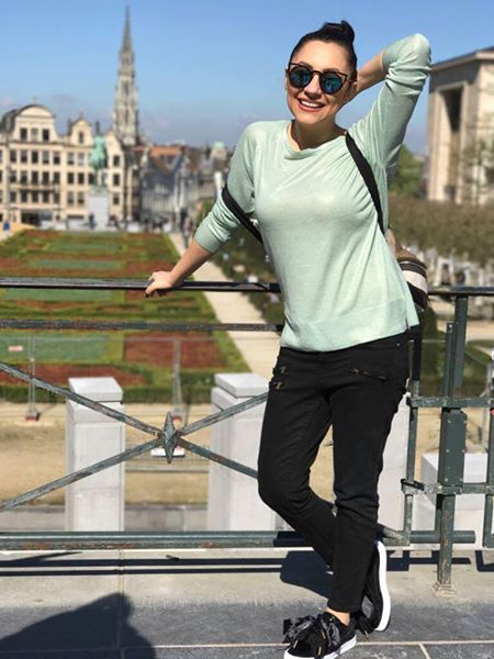 Andra a renunțat la hainele sexy. Cum a fost surprinsă pe străzile din Bruxelles
