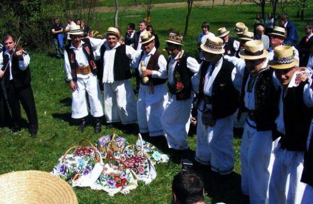 Obiceiuri și tradiții de Paşte în regiunile României