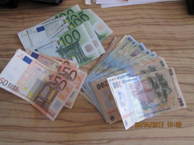 A predat un portofel cu bani la Poliția din Arad. Gestul de omenie al unui tânăr înainte de Paște