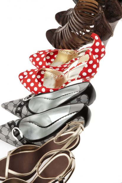 Mai multe perechi de pantofi cu tocuri