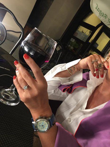 Vica Blochina a fost cerută în căsătorie. Ce inel frumos a primit blonda