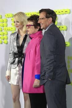 Ed ecco Emma Stone, che nel film interpreta proprio Billie Jean King al centro, e Steve Carrel